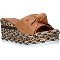 Pantofi Femei Papuci de vară Bueno Shoes N3604 Maro