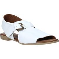 Pantofi Femei Sandale  Bueno Shoes 9L2700 Alb