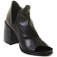 Pantofi Femei Botine Rebecca White T0504 |Rebecca White| D??msk?? kotn??kov?? boty z ?ern?? telec?? k??e,
