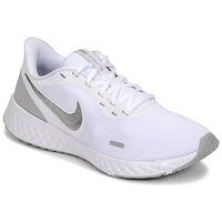 Pantofi Femei Multisport Nike WMNS NIKE REVOLUTION 5 Alb / Argintiu