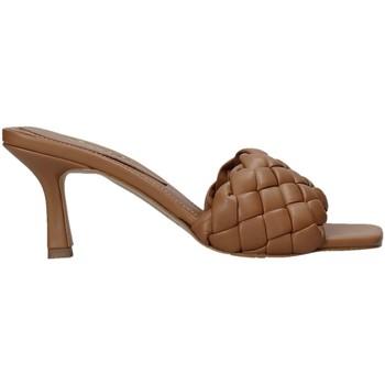 Pantofi Femei Papuci de vară Grace Shoes 395R015 Maro